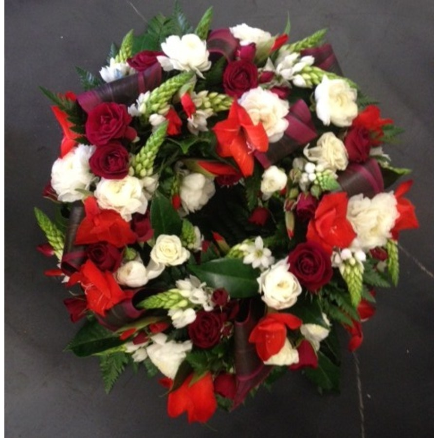 Round Mixed Wreath in Reds and Whites with Rolled Leaves - Image 1