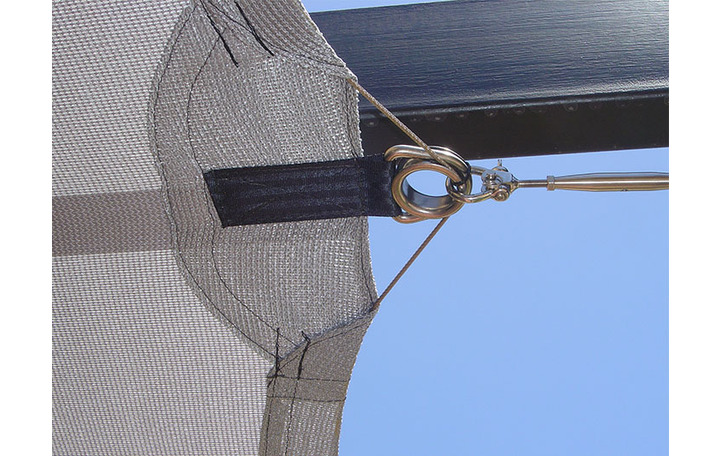 Photograph of A typical intermediate corner shape showing stainless steel hardware, stainless steel rope and double webbing for additional strength.  Hems are double sewn using non degradable PTFE thread.